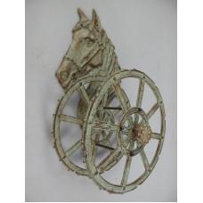 Gietijzeren - tuinslanghouder - paard - wagenwiel - groen