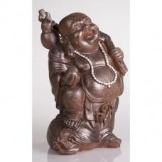 Beeldje van lachende staande dikbuik boeddha met fles polystone