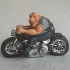 Motorrijder - motorclub - motor - beeldje – funny jobs – warren stratford – 13x7.5x8.5 cm