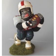 Rugby spelende gorilla beeldje