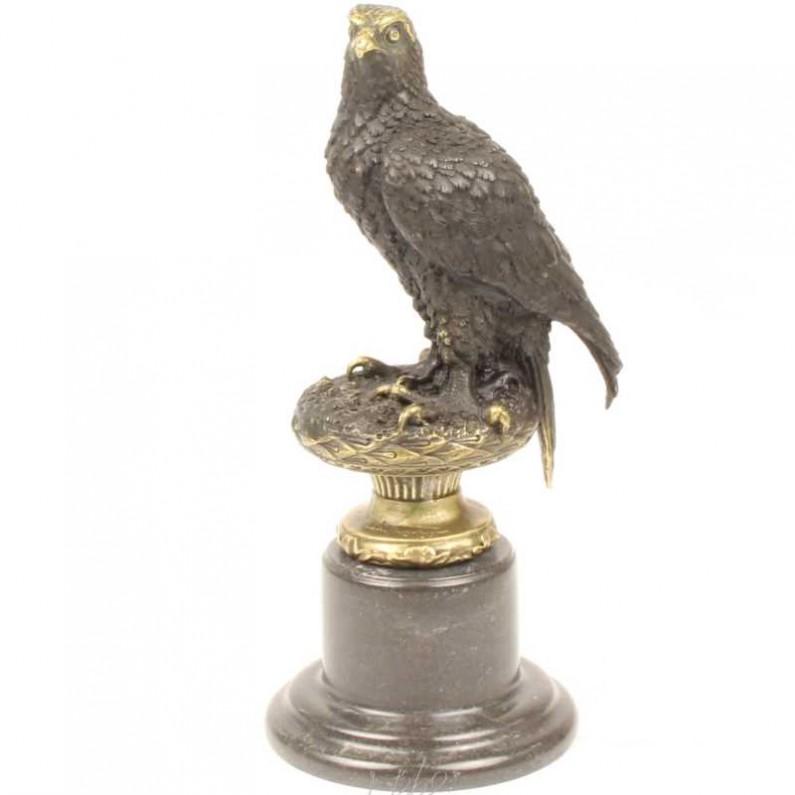Adelaar bronzen beeld op sokkel