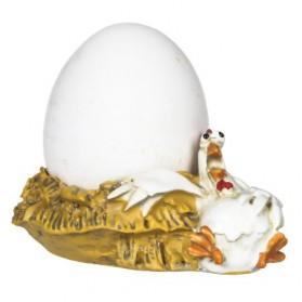 Evelina de kip op nest als eierdopje - Paolo Chiari