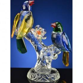 Gekleurde vogels op tak van kristal