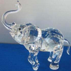 Olifant met slurf omhoog van kristal