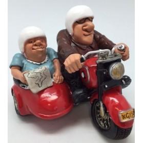 Opa en Oma in scooter met zijspan beeldje Warren Stratford 3304