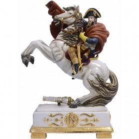 Porseleinen beeld van ten strijde trekkende keizer Napoleon