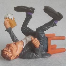 Stamgast – dronken - cafebezoeker - horeca - beeldje – funny jobs – warren stratford – 14x11x10 cm