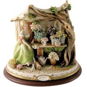 Bloemenverkoopster in stalletje beeldje van Capodimonte porselein