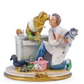 Dierenarts met dieren beeldje Capodimonte porselein 768