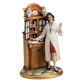 Vrouwelijke apotheker beeldje van Capodimonte porselein 527