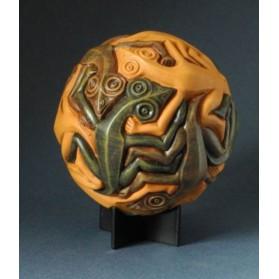 beeld sphere reptiles M C Escher